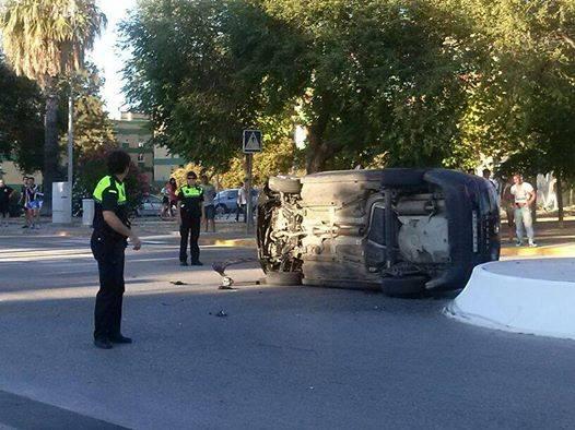 accidente de coche en la nueva rotonda de ciudad jard n