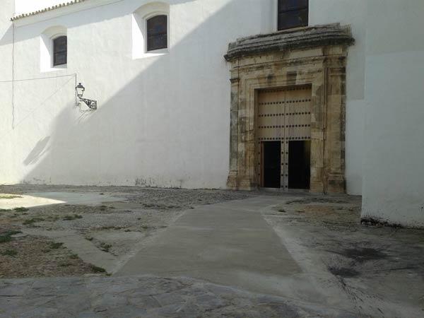 Puerta trasera iglesia de San Sebastián