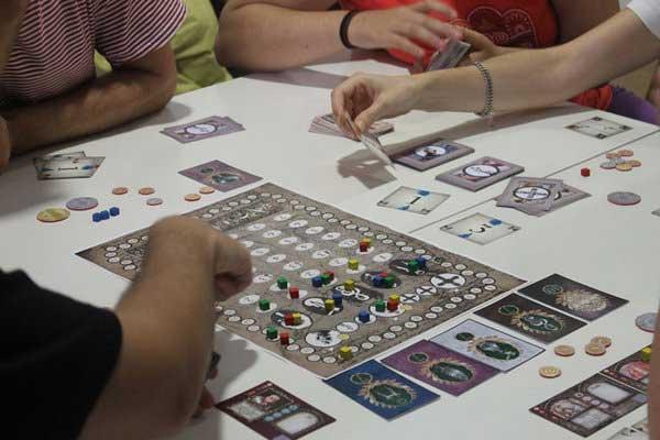 Ars universalis un nuevo juego de mesa inventado por un for Puerto rico juego de mesa