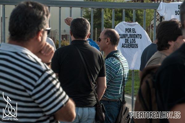 Concentración de trabajadores a las puertas de Delphi