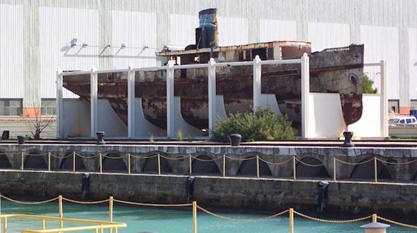 Barco junto al Dique de Matagorda.
