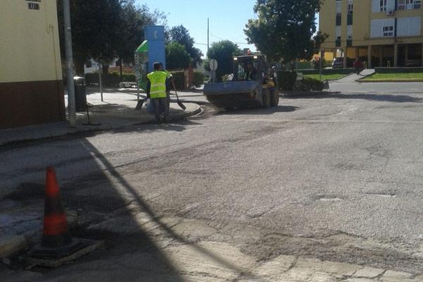 Trabajos de asfaltado de calles en Puerto Real