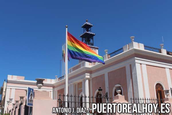 Bandera del Orgullo en el Ayuntamiento de Puerto Real.