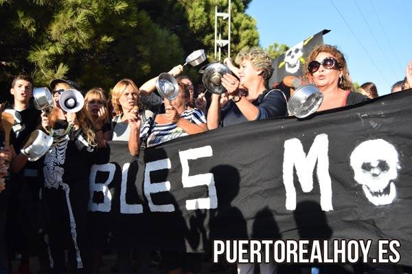 Vecinos del Río San Pedro protestando por los cables.