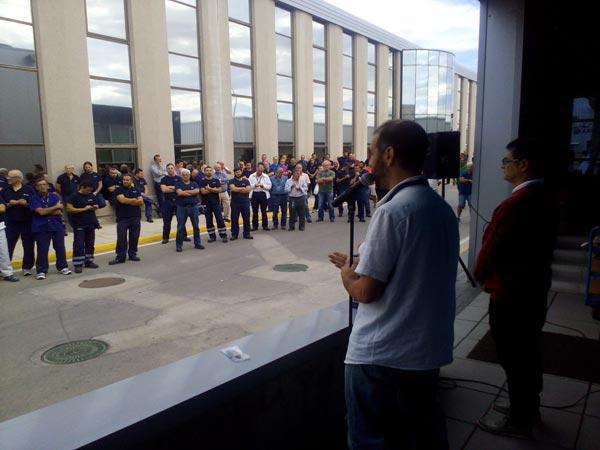 Trabajadores de Airbus, reunidos en la planta de Puerto Real