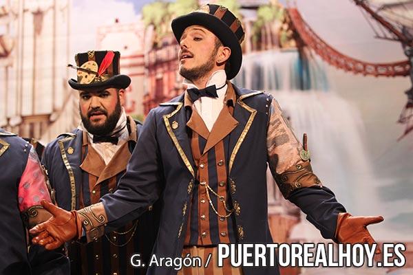Cárdenas, cantando en el Gran Teatro Falla