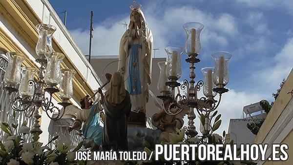 Virgen de Lourdes, en su procesión.