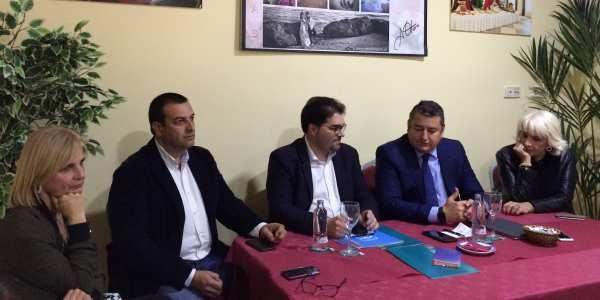 Ildefonso Velázquez con miembros del PP a nivel provincial y andaluz.