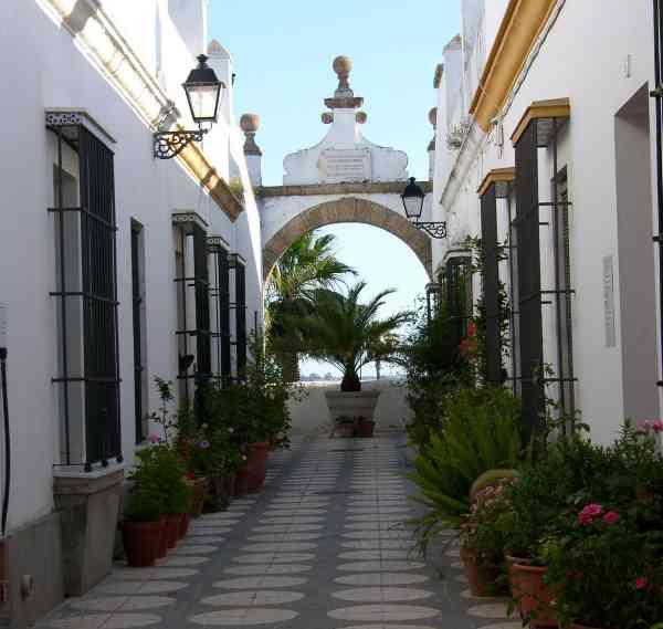 Callejón del Arco, en Puerto Real.