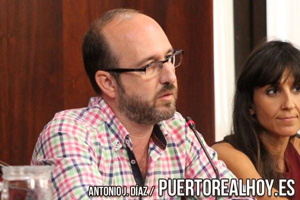 Manolo Izco, durante un pleno en el Ayuntamiento de Puerto Real