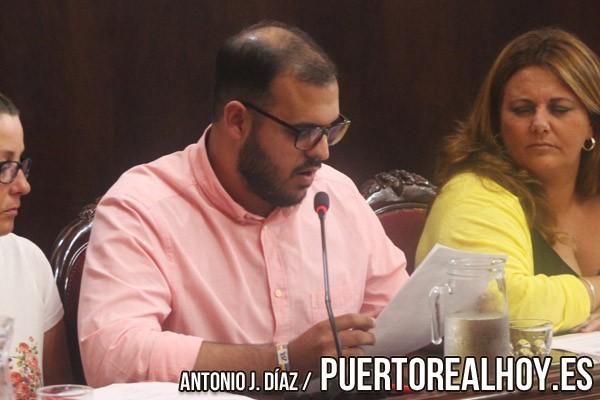 Carlos Salguero, durante un Pleno en el Ayuntamiento de Puerto Real.