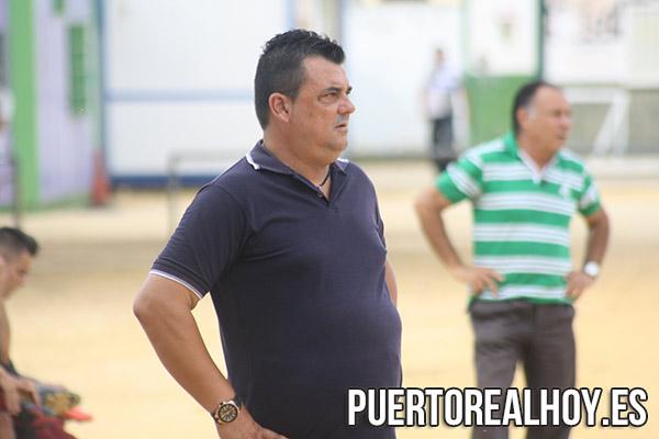 Pery García, dirigiendo al CD La Salle.