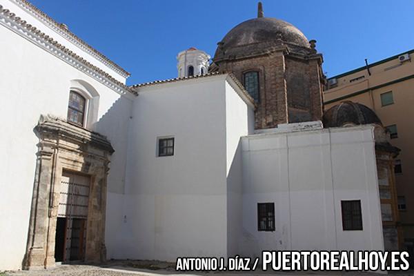 Puerta lateral y cúpula de la Prioral de San Sebastián