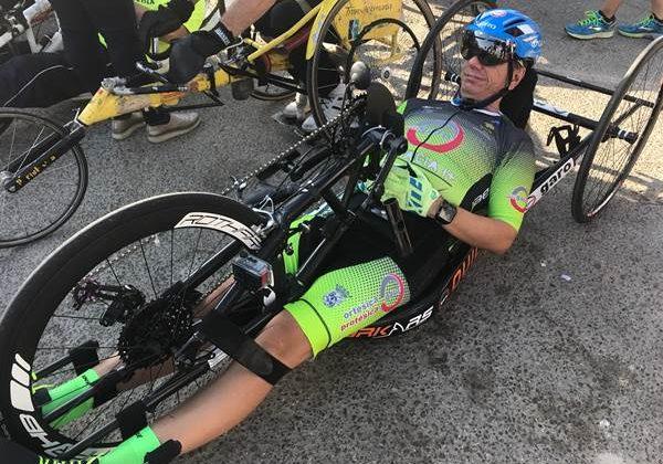 Manuel Fernández, en su bicicleta adaptada