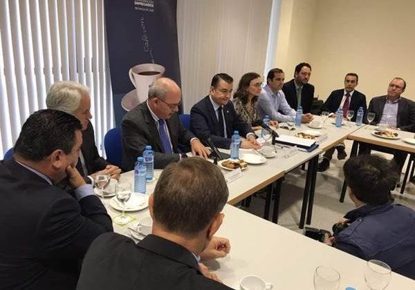 Antonio Sanz en una reunión con empresarios