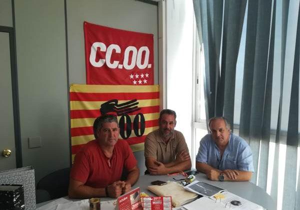 Vicente Fernández con los miembros de CCOO Puerto Real
