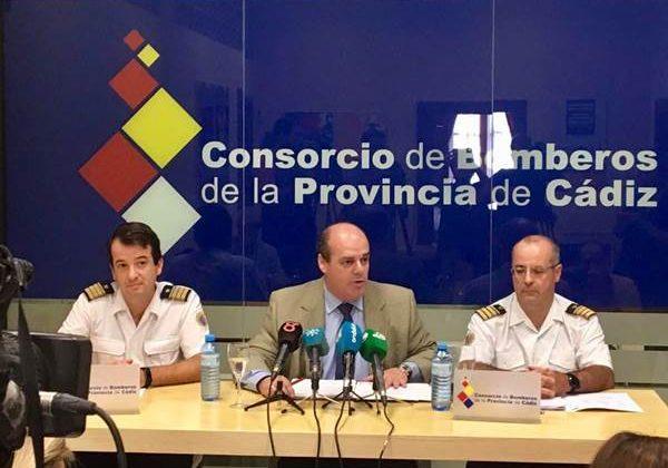 Francisco Vaca atendiendo a los medios