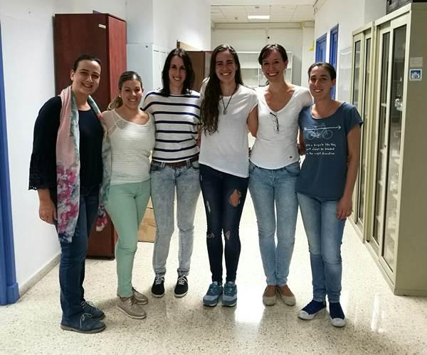 Esther Berrocoso con su equipo de la UCA