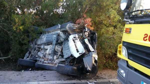 Accidente de dos coches en la carretera de El Pedroso