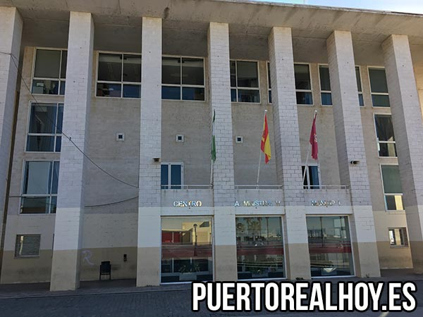 Fachada del Centro Administrativo Municipal en el Ayuntamiento de Puerto Real