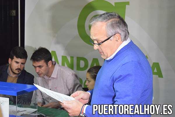 Vicente Fernández lee su discurso de candidatura a AxSí