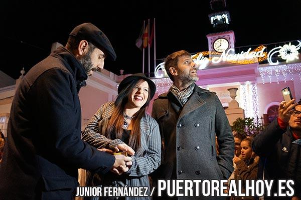 Saray Huertas apretando el botón de encendido