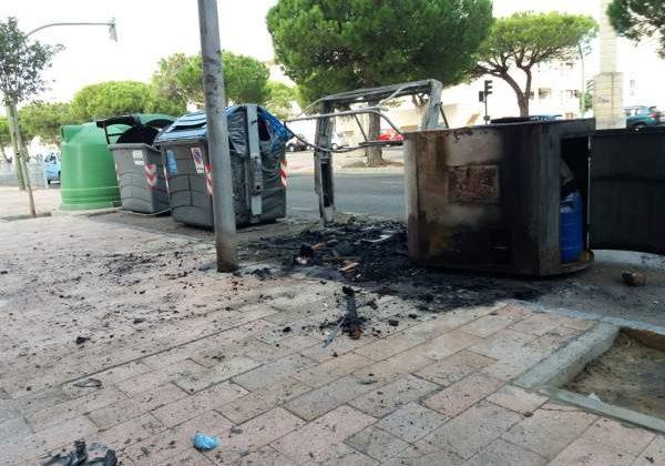 Contenedores quemados en el Río San Pedro