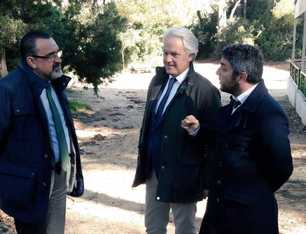 Agustín Muñoz charlando con Antonio Villalpando