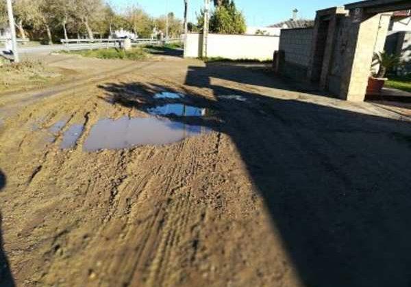 Estado de la entrada al carril en El Marquesado