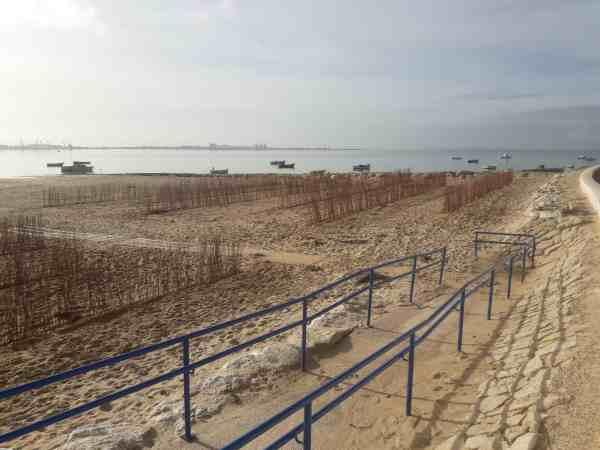 Playa de La Cachucha con mimbre