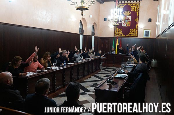 Votación durante el Pleno del mes de Noviembre en Puerto Real
