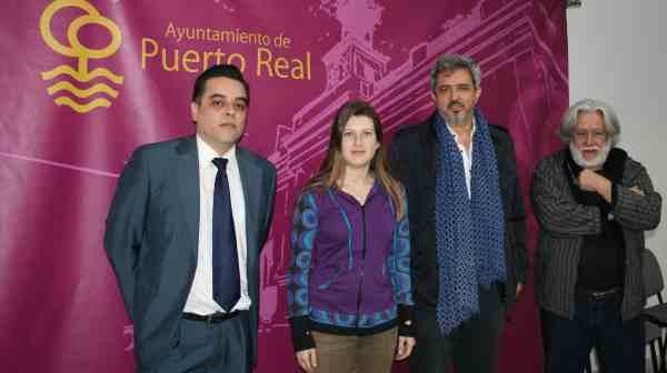 Mayte Sánchez con los representantes de la Universidad de Sevilla