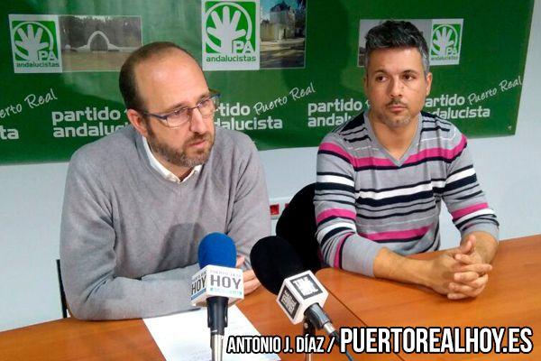 Manuel Izco con José Manuel Acosta en una rueda de prensa.