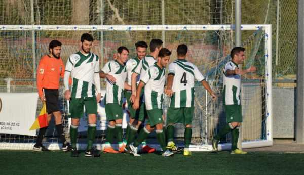 Los jugadores del Puerto Real CF celebran sus goles