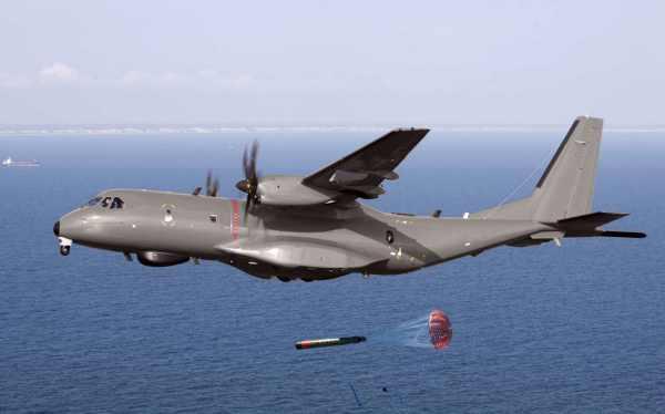 Airbus C-295 sobrevolando el mar