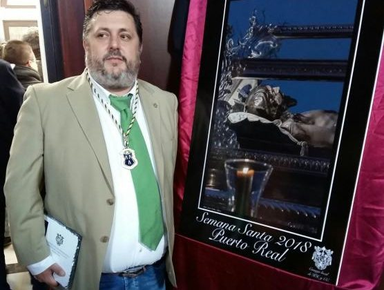 Jesús Godino, con su cartel de Semana Santa