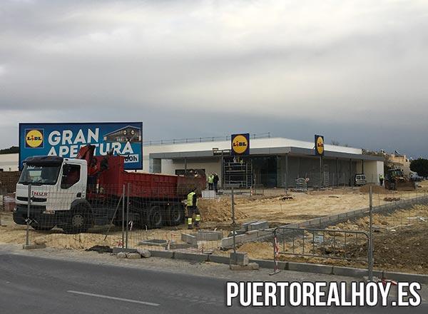 Supermercado Lidl con los últimos retoques antes de su apertura