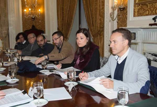 Alcaldes asistiendo a la reunión de Dipujoven Plus