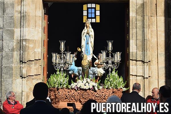 Virgen de Lourdes en su paso.