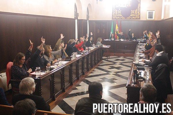 Votación durante el Pleno Ordinario del mes de Marzo.