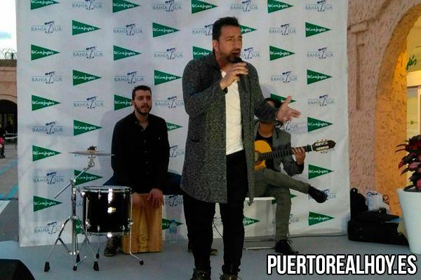 Salvador García, Pitu, durante una actuación en directo.