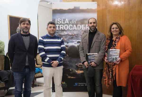 Alfredo Charques, Antonio Villalpando, Antonio Romero y Elena Amaya, presentando el libro de la Isla del Trocadero.