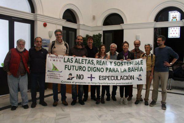 Antonio Romero y Mayte Sánchez con los colectivos LARS.