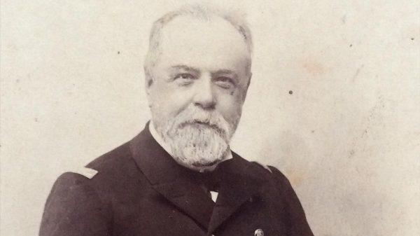 Pascual Cervera y Topete fue Almirante de la Armada Española, y fijó su residencia en Puerto Real.