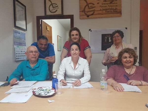 """La Junta Directiva de la Asociación de Discapacitados """"Las Canteras""""."""