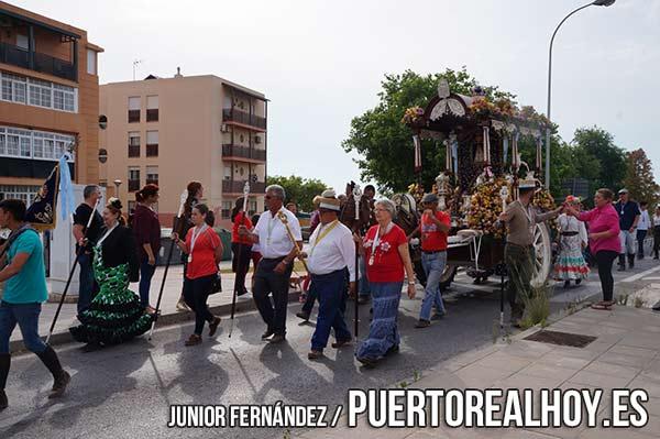 La Hermandad de El Rocío de Puerto Real entrando en La Villa.