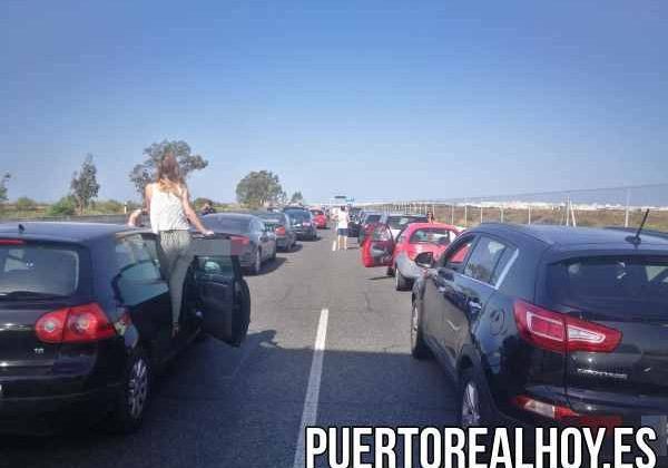 Imagen del atasco debido al accidente en Puerto Real.