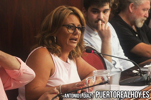 Elena Amaya, durante un Pleno en el Ayuntamiento de Puerto Real.