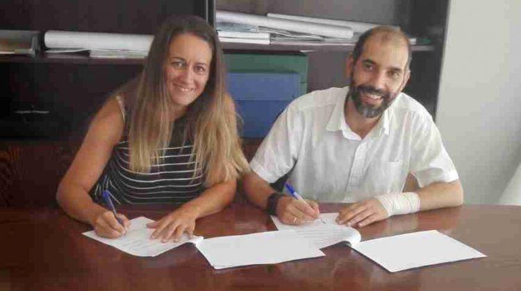 Momento de la Firma del contrato de adjudicación del Complejo Municipal de Piscinas.