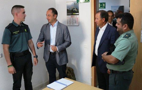 Gómez de Celis con la Guardia Civil en Chiclana de la Frontera.